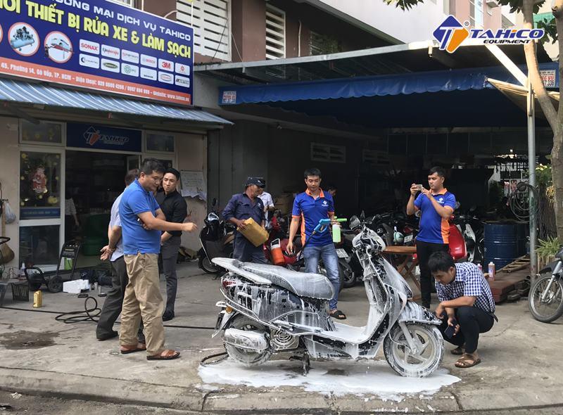 Nước rửa xe máy