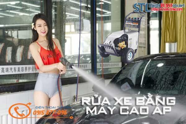 rửa xe bằng máy cao áp