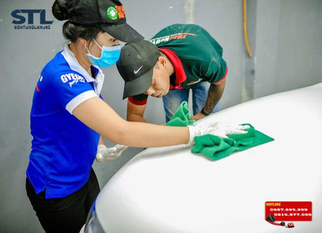 thái độ làm việc của nhân viên rửa xe