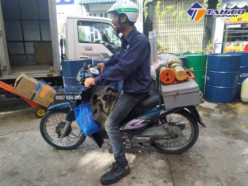ắp đặt cầu nâng rửa xe gắn máy
