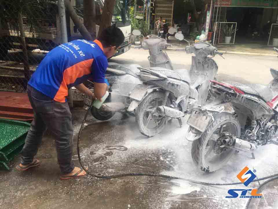 Nước rửa xe không chạm
