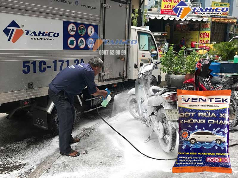 Lựa chọn giữa bột và dung dịch rửa xe không chạm
