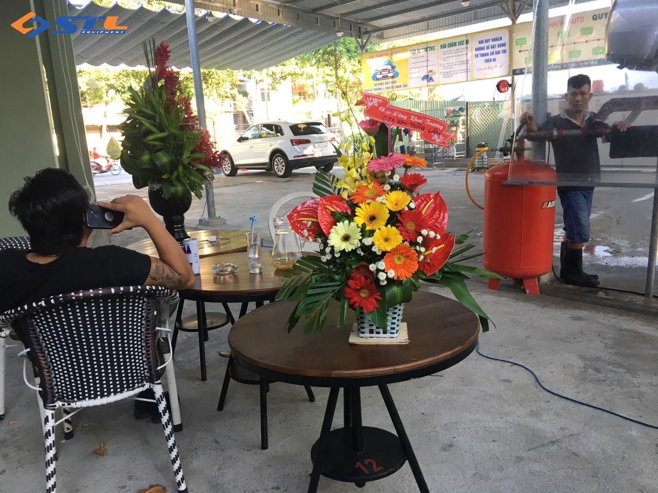 mung khai truong quan cafe ket hop rua xe cua anh long da nang