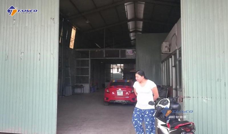 Khảo sát đánh giá mặt bằng của chị Thảo để lắp đặt cầu nâng 1 trụ rửa xe ô tô