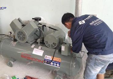 Lắp đặt máy nén khí rửa xe cho tiệm của anh Hùng