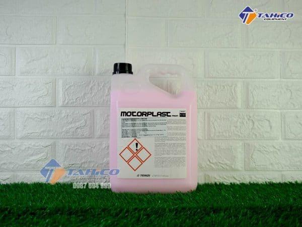 dung-dich-duong-bao-ve-khoang-may-xe-o-to-motorplast-1