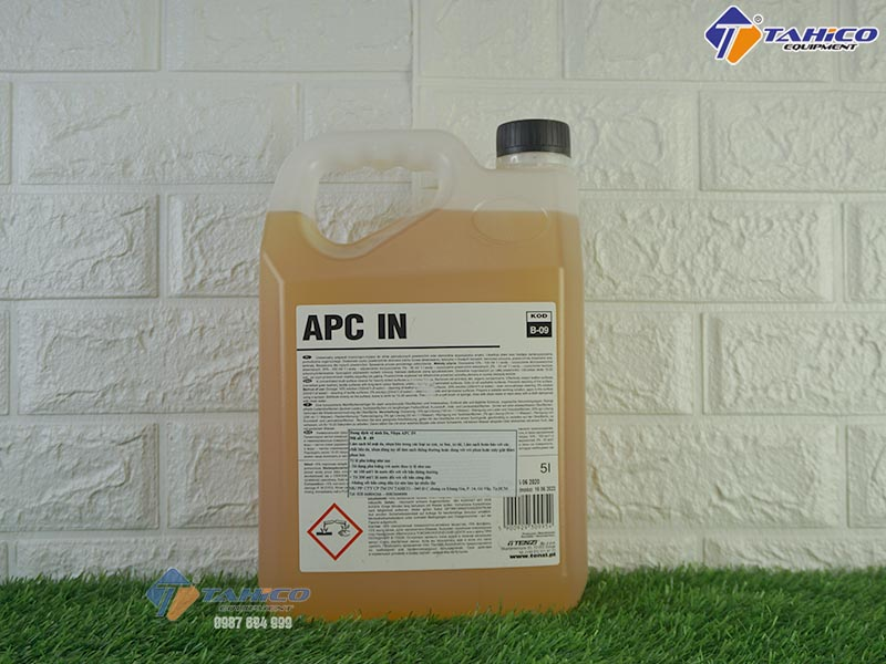 dung-dich-ve-sinh-noi-that-xe-o-to-du-lich-apc-in-5l-2