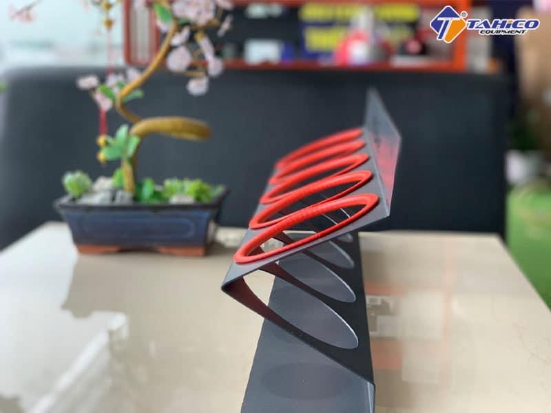 Thiết kế 5 lỗ đựng hoá chất treo tường
